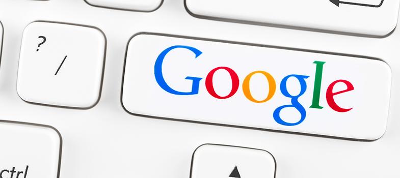 <p>Para tornar a sala de aula mais dinâmica, os professores usam cada vez mais ferramentas digitais. Além de facilitar o próprio trabalho, elas despertam o interesse dos estudantes nas aulas. O ambiente digital pode trazer grandes benefícios para a carreira profissional do docente, fazendo com que ele tenha diferenciais em relação aos colegas de profissão.<strong>Confira 5 ferramentas do Google para usar e melhorar o seu papel como professor:</strong></p><p></p><p><span style=color: #333333;><strong>Você pode ler também:</strong></span><br/><a style=color: #ff0000; text-decoration: none; text-weight: bold; title=4 sites gratuitos para aprender sobre fotografia href=https://noticias.universia.com.br/destaque/noticia/2016/02/19/1136528/4-sites-gratuitos-aprender-sobre-fotografia.html>» <strong>4 sites gratuitos para aprender sobre fotografia</strong></a><br/><a style=color: #ff0000; text-decoration: none; text-weight: bold; title=Conheça 6 sites que facilitarão seu aprendizado href=https://noticias.universia.com.br/destaque/noticia/2016/02/03/1136028/conheca-6-sites-facilitarao-aprendizado.html>» <strong>Conheça 6 sites que facilitarão seu aprendizado</strong></a><br/><a style=color: #ff0000; text-decoration: none; text-weight: bold; title=Todas as notícias de Educação href=https://noticias.universia.com.br/educacao>» <strong>Todas as notícias de Educação</strong></a></p><p></p><p><strong> 1 –<a title=Google Search href=https://www.google.com.br/ target=_blank>Google Search</a></strong></p><p>Essa é uma das ferramentas mais conhecidas – e utilizadas – do Google. O buscador permite que você possa ter acesso aos conteúdos mais variados, facilitando suas pesquisas sobre qualquer tema que surgir. Você pode solucionar uma dúvida de um aluno, por exemplo, por uma busca no site.</p><p></p><p><strong> 2 –<a title=Google Drive href=https://www.google.com/intl/pt-BR/drive/ target=_blank>Google Drive</a></strong></p><p>O maior benefício é que você pode deixar todos os seus arqui