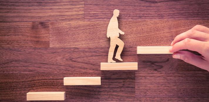 A especialização traz consigo um networking que poderá impulsar a sua carreira profissional