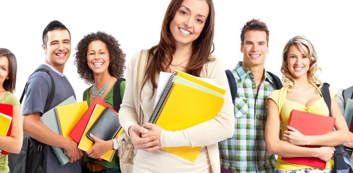Para <strong>ser bem-sucedido hoje</strong> é essencial não deixar de aprender quando se sai da escola. O mundo está em constante mudança, e é necessário entende-las e ser capaz de se adaptar a elas. Para isso, você precisa ter <a href=https://noticias.universia.com.br/educacao/noticia/2016/08/31/1143218/4-tecnicas-inteligentes-aprender-rapido.html title=4 técnicas inteligentes para aprender mais e mais rápido>habilidades de aprendizado</a>duradouras. <strong>Aqui vão 7 hábitos que ajudam você nessa tarefa:</strong><p></p><br/><p><span style=color: #333333;><strong>Leia também:</strong></span><br/><a href=https://noticias.universia.com.br/emprego/noticia/2016/09/30/1144155/6-passos-tornar-universitario-empreendedor.html title=6 passos para se tornar um universitário empreendedor>» <strong>6 passos para se tornar um universitário empreendedor</strong></a></p><p></p><p><br/><strong> 1 - Curiosidade</strong><br/> Qualquer pessoa bem-sucedida do mundo vai dizer que <strong>o começo de um projeto é a curiosidade</strong>. Essa é a habilidade mais subestimada, porém essencial, para avançar na sua carreira. Curiosidade leva a descoberta e inovação. Para estudantes, começar sendo curioso sobre matérias e absorver o conteúdo apresentado é um ótimo jeito de treinar a curiosidade.</p><p></p><p><br/><strong> 2 - Observação </strong><br/> Se alguém chama a sua atenção, observe como essa pessoa faz o que faz. Se alguma tarefa intriga você, observe como ela é feita. Observe como erros são feitos, reconhecidos e corrigidos. <strong>Observe como boas decisões são tomadas</strong>. Depois de observar você deve aplicar o que foi aprendido e receber algum feedback. Estudantes podem fazer isso na sala de aula, observando estudantes que vão bem e percebendo como os seus hábitos são diferentes dos deles. Depois de identificar essas diferenças de comportamento fica fácil saber <a href=https://noticias.universia.com.br/carreira/noticia/2016/02/05/1136130/4-habitos-tornar-pessoa-bem-sucedida