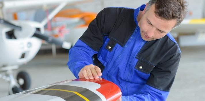O engenheiro aeronáutico deve ter uma grande capacidade de concentração e de ler informação técnica