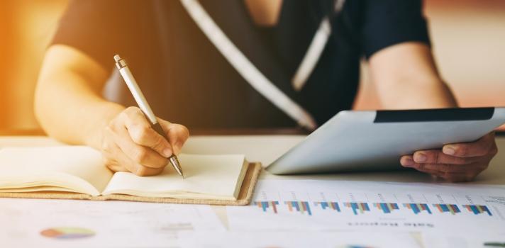 Todas las empresas y organizaciones necesitan de una profesional con conocimientos sólidos que sea capaz de organizar las finanzas y recursos