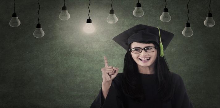 <p>Después de terminar una carrera de grado, son mayoría las personas que quieren descansar de tantos años de estudio y comenzar a hacer carrera en la vida laboral. Sin embargo, muchas otras se plantean <strong>realizar un postgrado</strong>. Para realizar estudios superiores necesitas bastante fuerza de voluntad, pero los resultados seguramente valdrán la pena. <strong>Conoce algunos de los motivos por los cuales te beneficiaría estudiar un postgrado</strong>.</p><p></p><p><span style=color: #ff0000;><strong>Lee también</strong></span><br/><a style=color: #666565; text-decoration: none; title=Visita nuestro Portal de Becas y descubre las convocatorias vigentes href=https://becas.universia.cr/>» <strong>Visita nuestro Portal de Becas y descubre las convocatorias vigentes</strong></a><br/><a style=color: #666565; text-decoration: none; title=Síguenos en Facebook href=https://www.facebook.com/universiacostarica?fref=ts>» <strong>Síguenos en Facebook</strong></a></p><p></p><p><strong>1 – Te volverás un experto</strong></p><p>El <strong>adquirir conocimientos</strong> debería de ser uno de los motivos que más te alienten a la hora de realizar un postgrado. Está bien que has ganado mucho conocimiento durante la carrera de grado, pero si te apasiona lo que has estudiado, investigar más sobre el tema y convertirte en experto será un camino que realmente vas a disfrutar.</p><p></p><p><strong>2 – Prestigio académico</strong></p><p>Tal vez una de tus aspiraciones sea <strong>convertirte en un docente universitario, un reconocido investigador o un líder de opinión</strong> sobre el tema de tu competencia. En la mayoría de los casos, cuantos más estudios tengas sobre un tema más validada estará esa opinión y más y mejores serán los conocimientos con los que vayas a contribuir.</p><p></p><p><strong>3 – Contactos profesionales</strong></p><p>Claro que realizar un postgrado no es la única forma que tienes para ampliar tu red de contactos profesionales, es decir <a title=realizar n