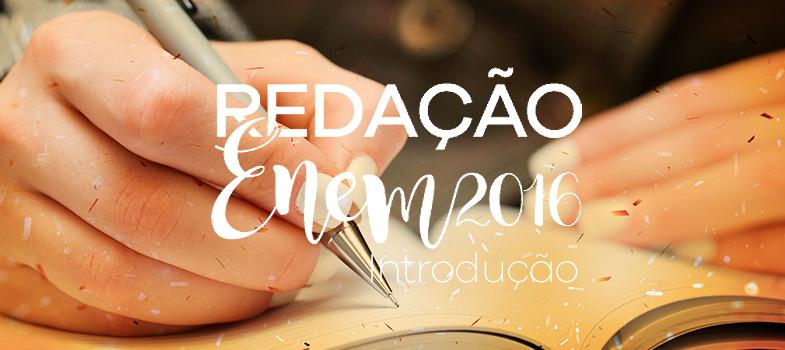 Os meses vão passando e o <strong><a href=https://noticias.universia.com.br/tag/notícias-enem-2016/ title=Todas as notícias e dicas de estudo sobre o Enem 2016>Exame Nacional do Ensino Médio (Enem) 2016</a></strong>está cada vez mais próximo. Nos dias 5 e 6 de novembro, estudantes de todo o País farão as provas desse que é um dos principais processos seletivos para o ensino superior brasileiro.<br/><br/><div class=lead><h3>E-BOOK GRÁTIS: ERROS REDAÇÃO ENEM</h3><br/><img src=https://imagenes.universia.net/gc/net/images/educacion/r/re/red/redacao-enem-1472044722032.jpg alt=Baixe ebook grátis com os principais erros na redação do Enem title=Baixe ebook grátis com os principais erros na redação do Enem class=aligncenter/><p></p><div class=clearfix></div><p><a href=/downloadFile/1143029 class=button button01 title=FAÇA O DOWNLOAD AQUI onclick=ga('ulocal.send', 'event', 'DescargaFicherosBajoLogin', '/net/privateFiles/2016/7/24/ebook-gratis-redacao-enem.pdf' ,'Paso1AntesDeLogin'); rel=nofollow>FAÇA O DOWNLOAD AQUI </a></p></div><p>Além de vagas na universidade, o Enem também é uma maneira de conquistar o diploma do ensino médio e participar de programas de bolsas de estudo (ProUni), conseguir financiamentos para a graduação (Fies) e também estudar fora do País.<br/><br/></p><p>Uma das partes mais importantes do exame é, sem dúvida, a redação. O texto, que deve ser escrito no formato de dissertação-argumentativa, <a href=https://noticias.universia.com.br/educacao/noticia/2016/06/01/1140386/guia-nota-1-000-dissertacao-argumentativa-enem.html title=Guia nota 1.000: dissertação argumentativa no Enem>vale 1.000 pontos e tem caráter eliminatório</a>, ou seja, quem tira zero é automaticamente reprovado no Sistema único de Seleção (Sisu), além de outros programas, e fica impossibilitado de concorrer a uma <strong>vaga no ensino superior</strong>.<br/><br/></p><p>Pensando na importância dessa prova, a <strong>Universia Brasil</strong> entrevistou a coordenadora de redação do Curso 