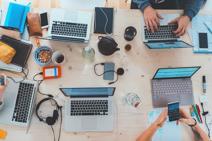 Las redes sociales son el principal canal de comunicación empleado por universitarios y profesionales digitales