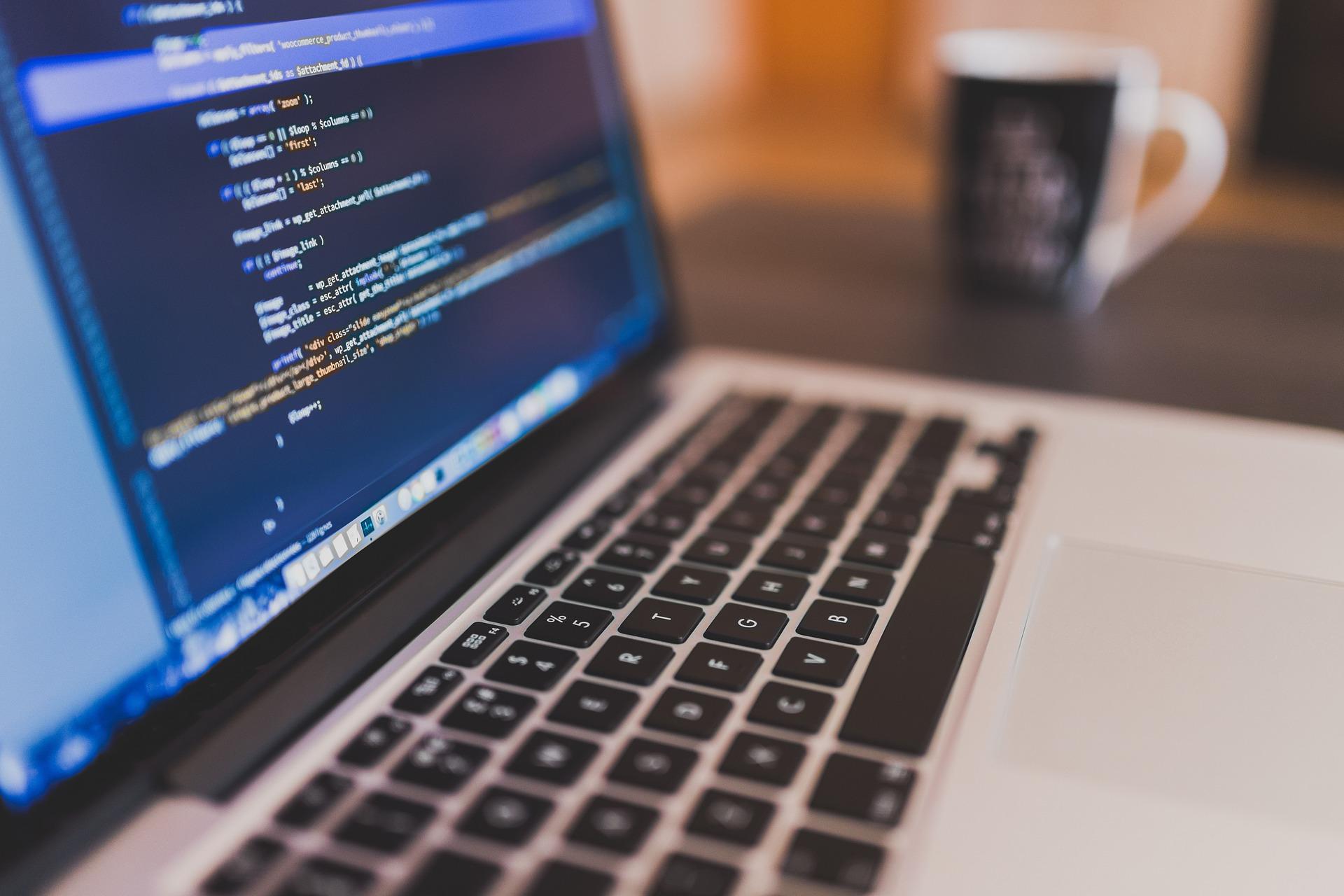Requisitos que debes cumplir para convertirte en el programador que buscan las empresas