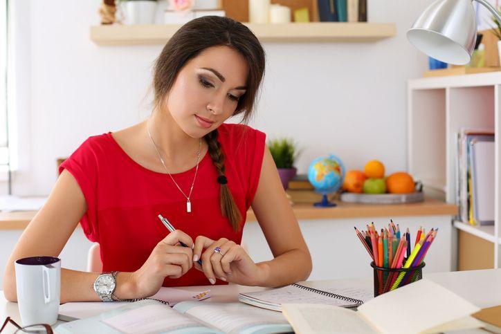 Elaborar uma resenha crítica de qualidade é essencial na vida acadêmica.
