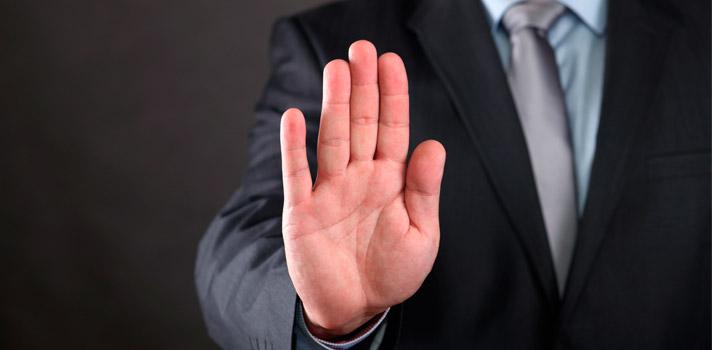8 errores de lenguaje corporal que debes evitar en una entrevista laboral