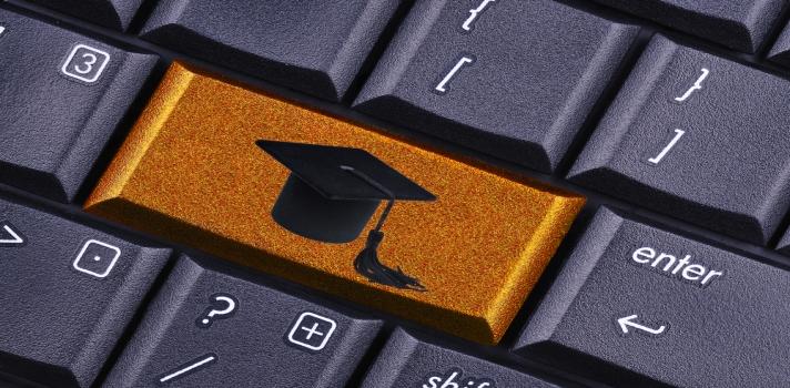Puedes obtener un título universitario sin salir de tu casa