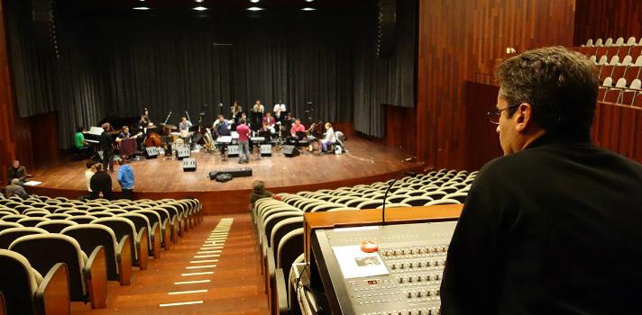 Los programas de estudio se confeccionan a partir de un conocimiento profundo y estudio exhaustivo del sector musical