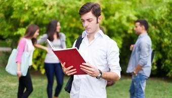 La proyección universitaria debe encaminarse hacia la tradición académica