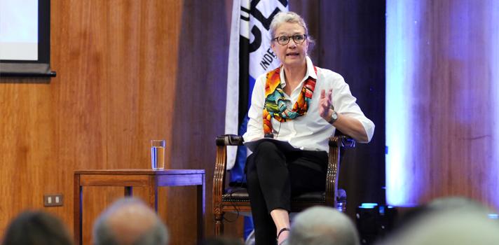 Dra. Ninna Nyberg Sørensen realizó clase magistral sobre migrantes en la U. Central
