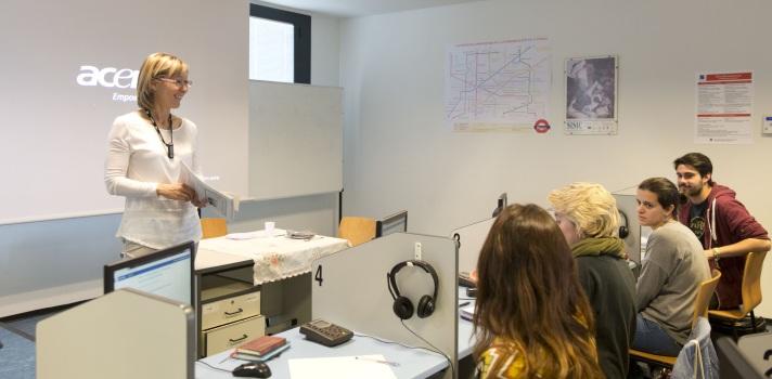 Una profesora de la Universidad de Ginebra explica las oportunidades laborales de los intérpretes en las organizaciones internacionales
