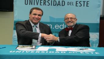 """<p style=text-align: justify;>Como un esfuerzo de colaboración entre instituciones educativas,la <a href=https://estudios.universia.net/puerto-rico/institucion/suagm-universidad-del-este><strong>Universidad del Este (UNE)</strong></a> y el <a href=https://www.ibanca.net/ target=_blank><strong>Instituto de Banca y Comercio (IBC)</strong></a>, firmaron un acuerdo educativocon el objetivo de <strong>promover la excelencia, el crecimiento y el desarrollo en laprofesión de las artes culinarias</strong>. Mediante el acuerdo se compartirá <strong>articulación académica, serviciosinter bibliotecarios e intercambio de facultad</strong> como una estrategia para apoyar el fortalecimiento de suscurrículos académicos y los servicios a la población estudiantil que atienden.</p><p style=text-align: justify;></p><p style=text-align: justify;>Ambas instituciones ofrecen <strong>programas académicos</strong> dirigidos a las artes culinarias y comparten metasinstitucionales y educativas comunes que permiten este acuerdo. En primer lugar, el acuerdo permitiráuna <strong>articulación académica mediante la convalidación de créditos entre el Grado Asociado en CocinaLocal e Internacional del IBC y entre el Bachillerato en Administración Culinaria de la Universidad delEste</strong>.</p><p style=text-align: justify;></p><p style=text-align: justify;>Por otra parte, a través del acuerdo ambas instituciones<strong> compartirán los recursos de información queposeen a través de préstamos inter bibliotecarios y de acceso a las bases de datos</strong>. Esto permitiráfortalecer las actividades académicas de la <strong>UNE</strong> y el <strong>IBC</strong>. El acuerdo, a su vez, permitirá que ambasinstituciones lleven a cabo<strong> intercambios de su personal docente</strong>, en calidad de profesores visitantes.</p><p style=text-align: justify;></p><p style=text-align: justify;>""""Proveer las herramientas para que nuestros estudiantes reciban una educación de excelencia siempreha sido la prioridad """