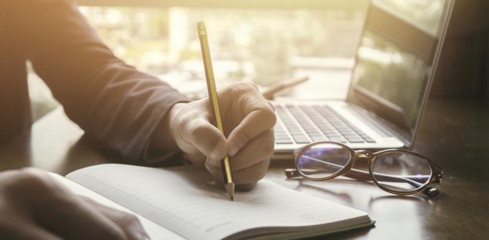 Las universidades se enfocarán principalmente en tus calificaciones cuando te acepten, pero con tanta competencia, cualquier actividad extracurricular puede ser muy útil