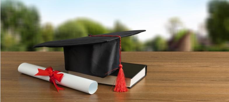 <h2>Como funciona o IGC</h2><p>Para chegar a esse índice, o MEC propõe a análise de três fatores fundamentais.</p><p>O primeiro deles parte da média do Conceito Preliminar de Curso (CPC) referente aos últimos três anos, em ponderação pelo número de matrículas em cada um dos cursos relacionados.</p><p>O segundo ponto avaliado é média dos conceitos dos programas de pós-graduação <em>stricto sensu, </em>levando em consideração a mais recente avaliação da Capes, feita de maneira trianual. </p><p>O MEC também leva em conta a distribuição dos estudantes entre os cursos de graduação e mestrado – para as que oferecem essa opção de pós-graduação.</p><p></p><h2>Conheça a lista das melhores universidades do país segundo o IGC</h2><p>Levando em conta a listagem fornecida no final do mês de novembro pelo MEC, segue a classificação das <strong>melhores universidades do país</strong>, de acordo com o IGC.</p><p></p><ol><li><strong></strong><strong>Unicamp</strong></li><li><strong></strong><strong>Universidade Federal do Rio Grande do Sul</strong></li><li><strong></strong><strong>Universidade Federal de Minas Gerais</strong></li><li><strong></strong><strong>Universidade Federal de São Paulo</strong></li><li><strong></strong><strong>Universidade Federal do Rio de Janeiro</strong></li><li><strong></strong><strong>Fundação Universidade Federal do ABC</strong></li><li><strong></strong><strong>Universidade Federal de Santa Catarina</strong></li><li><strong></strong><strong>Universidade Federal de Viçosa</strong></li><li><strong></strong><strong>Universidade Federal de Lavras</strong></li><li><strong></strong><strong>Universidade Federal de São Carlos</strong></li></ol><p></p><h3>Mais informações sobre o índice</h3><p>Tenha mais informações e detalhes sobre o IGC no site do <a href=https://portal.inep.gov.br/><span>Instituto Nacional de Estudos e Pesquisas Educacionais Anísio Teixeira (Inep).</span></a></p>