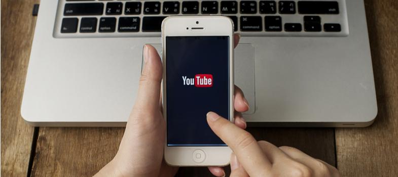 Emplea los canales de YouTube para buscar información sobre hechos históricos