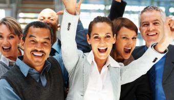 <p style=text-align: justify;>Con el fin de fomentar el talento en la innovación y la investigación en todas partes del mundo, la <strong><a href=https://www.fundacioneveris.es/Paginas/home.aspx rel=me nofollow>Fundación Everis</a></strong>, a través de la convocatoria del <strong>Premio Emprendedores</strong>, otorgará 60 mil euros a los emprendedores que presenten el mejor proyecto que tenga como finla explotación de unainnovación tecnológica, de gestión, social o ambiental, en las siguientes tres categorías:Tecnologías de la información y economía digital,Biotecnología y salud yTecnologías industriales o energéticas.</p><p style=text-align: justify;><br/><a style=color: #ff0000; text-decoration: none; title=¡Visita la sección para emprendedores de Universia! href=https://desarrollo-profesional.universia.es/emprendedores/>» <strong>¡Visita la sección para emprendedores de Universia!</strong></a></p><p style=text-align: justify;><strong>Lee también</strong><br/><a style=color: #ff0000; text-decoration: none; title=Emprendedores: ¿cómo enfrentar el miedo al fracaso? href=https://noticias.universia.net.co/en-portada/noticia/2014/07/14/1100495/emprendedores-como-enfrentar-miedo-fracaso.html>» <strong>Emprendedores: ¿cómo enfrentar el miedo al fracaso?</strong></a><br/><a style=color: #ff0000; text-decoration: none; title=Wayra y MIT buscan emprendedores en Colombia href=https://noticias.universia.net.co/actualidad/noticia/2015/01/22/1118638/wayra-mit-buscan-emprendedores-colombia.html>» <strong>Wayra y MIT buscan emprendedores en Colombia</strong></a></p><p style=text-align: justify;></p><p style=text-align: justify;>La convocatoria, a la que se pueden presentar proyectos <strong>hasta el 31 de marzo de 2015, </strong>busca colaborar en la financiación de los proyectos y también en su mentoría ya queademás de al ganador, la Fundación le brindará a los otros cinco finalistas <strong>10 mil euros para servicio de asesoramiento</strong>.</p><p style=text-align: justify;>