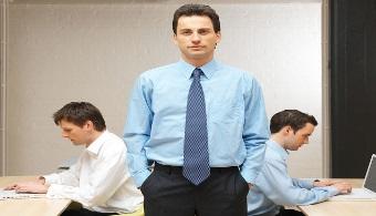 <p style=text-align: justify;>Un<strong> líder</strong> es una persona que guía a un grupo hacia el éxito, que debe hacerse responsable de los buenos y malos momentos de la empresa, y que siempre <strong>trabajará para cumplir con todos los objetivos</strong> planteados en las reuniones de trabajo.<br/><br/></p><p style=text-align: justify;></p><p><strong>Lee también</strong><br/><a style=color: #ff0000; text-decoration: none; title=4 formas de convertirte en un buen líder href=https://noticias.universia.com.ar/empleo/noticia/2013/10/17/1056602/4-formas-convertirte-buen-lider.html>» <strong>4 formas de convertirte en un buen líder</strong></a><br/><a style=color: #ff0000; text-decoration: none; title=15 principios que ayudarán al líder a afrontar sus mayores desafíos href=https://noticias.universia.com.ar/entrevistas/noticia/2011/08/30/862016/15-principios-ayudaran-lider-afrontar-mayores-desafios.html>» <strong>15 principios que ayudarán al líder a afrontar sus mayores desafíos</strong></a><br/><a style=color: #ff0000; text-decoration: none; title=Humildad: una de las cualidades fundamentales de un verdadero líder href=https://noticias.universia.com.ar/en-portada/noticia/2013/10/08/1054577/humildad-cualidades-fundamentales-verdadero-lider.html>» <strong>Humildad: una de las cualidades fundamentales de un verdadero líder</strong></a></p><p></p><p></p><p></p><h3>¿Cómo puedo convertirme en un líder?</h3><p style=text-align: justify;></p><p style=text-align: justify;>Si lo que querés es convertirte en un líder hay algunos aspectos que tenés que tener en cuenta.</p><p style=text-align: justify;></p><h4>1. Los resultados no llegan solos</h4><p style=text-align: justify;>Si querés lograr tus objetivos lo primero que tenés que hacer es trabajar duro, estar dispuesto a <strong>realizar un gran esfuerzo</strong> y a<strong> tomar riesgos</strong>.</p><h4></h4><h4>2. Tenés que tener paciencia</h4><p style=text-align: justify;>Los grandes logros llevan su tiempo y por ende, ten