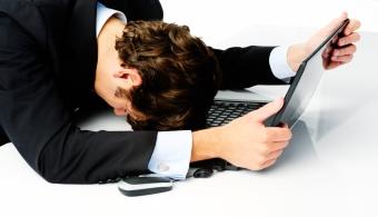 <p style=text-align: justify;>El estrés puede causar estragos en tu salud y en tu bienestar, por eso tenés que<strong> aprender a evitar todos aquellos aspectos laborales que puedan provocarlo</strong>. A continuación te contamos algunos. Tomá nota.</p><p style=text-align: justify;></p><p><strong>Lee también</strong><br/><a style=color: #ff0000; text-decoration: none; title=Aumentan las consultas por estrés y ansiedad en Buenos Aires href=https://noticias.universia.com.ar/ciencia-nn-tt/noticia/2013/06/17/1030638/aumentan-consultas-estres-ansiedad-buenos-aires.html>» <strong>Aumentan las consultas por estrés y ansiedad en Buenos Aires</strong></a><br/><a style=color: #ff0000; text-decoration: none; title=10 formas creativas de combatir el estrés en el trabajo href=https://noticias.universia.com.ar/en-portada/noticia/2012/09/18/967171/10-formas-creativas-combatir-estres-trabajo.html>» <strong>10 formas creativas de combatir el estrés en el trabajo</strong></a><br/><a style=color: #ff0000; text-decoration: none; title=Las 4 estrategias para combatir el estrés href=https://noticias.universia.com.ar/en-portada/noticia/2012/07/17/951362/4-estrategias-combatir-estres.html>» <strong>Las 4 estrategias para combatir el estrés</strong></a></p><p style=text-align: justify;></p><p style=text-align: justify;></p><p style=text-align: justify;></p><p style=text-align: justify;></p><h4>1. La negatividad</h4><p style=text-align: justify;>Hay algo que tenés que tener en claro: <strong>siempre habrá algo que las personas puedan decir sobre vos o sobre tu trabajo</strong>. Por eso, es importante que no te tomes a pecho sus dichos y que aprendas a ignorar a las personas que solo tienen mala intención.</p><p style=text-align: justify;></p><p style=text-align: justify;></p><h4>2. Las personas que te echan la culpa</h4><p style=text-align: justify;>Así como hay personas que disfrutan de tu éxito, hay otras que prefieren echarte la culpa por cosas que nada tenés que ver. Solo cuando <strong>