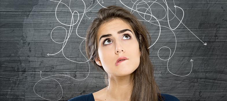 <p>Comprender lo que estudias es la única forma de evitar las sorpresas en un examen, porque puedes ajustar la información a la propuesta. El truco es <strong>maximizar las marcas sobre un tema</strong>, <strong>para sujetarse de los puntos clave que te ayudarán a mantener el hilo del texto o material</strong>. Sigue estos 6 consejos para profundizar tu entendimiento sobre lo que estudias y optimiza las horas que inviertes en ello.<br/><br/></p><p><strong>1. Definir e identificar elementos</strong></p><p>Ser capaz de <strong>extraer lo más relevante de un tema para definirlo en pocas palabras</strong>, es una manera de saber si comprendiste la globalidad. Los titulares ofrecen una idea general sobre el camino que tomará un texto, por lo que es un gran ejercicio pensar el material como si fuera el título de una noticia con una entradilla breve que agregue información indispensable.</p><p>El siguiente paso, es <strong>reconocer cada uno de los elementos que componen un tema</strong> y establecer relaciones entre ellos. Esta técnica funciona a modo de índice sobre el contenido que trabajarás, recodándote aquello que no debes pasar por alto.<br/><br/></p><p><strong>2. Confrontar fuentes</strong></p><p>La variedad de fuentes que puedas hallar sobre un mismo tema, te permitirá <strong>descubrir nuevos datos que agreguen sentido y valor a lo que estudias</strong>. Es imprescindible que utilices <a href=https://noticias.universia.com.ar/educacion/noticia/2017/03/06/1150157/20-mejores-motores-busqueda-encontrar-informacion-academica.html target=_blank>motores de búsqueda para encontrar información académica</a>, ya que Internet es una gran herramienta para hallar datos pero la sobreabundancia puede confundir. Procura proporcionar ejemplos de lo que estudias para apoyar tu comprensión.<br/><br/></p><p><strong>3. Formular preguntas que no se incluirán en el examen </strong></p><p>Los universitarios están acostumbrados a todo tipo de evaluaciones porque llevan muchos años en el
