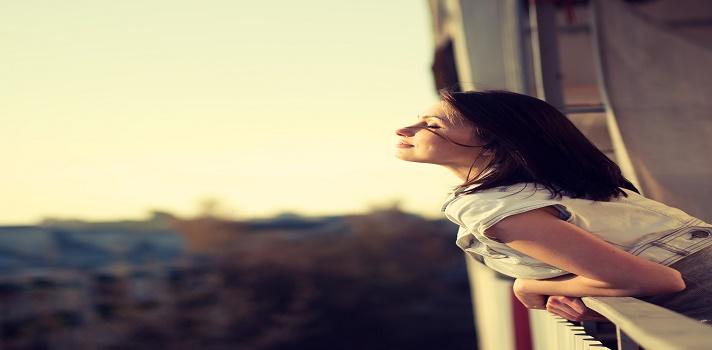 <span>Quienes lo conocen, saben que no necesitan un hombro para llorar, con leer sus libros basta. Sus consejos invitan a la reflexión y a sacarse esos clavos de la vida.<br/><strong>Amar o depender</strong>; <strong>Desapegarse sin anestesia</strong>; <strong>Enamórate de ti</strong>; <strong>Los límites del amor</strong>; <strong>Maravillosamente imperfecto, escandalosamente feliz</strong>; <strong>Pensar bien, sentirse bien</strong>; <strong>El camino de los sabios</strong>; <strong>Cuestión de dignidad</strong>; <strong>Aprendiendo a quererse a sí mismo</strong>;<strong> El poder del pensamiento flexible</strong>; y <strong>Jugando con fuego</strong>; son solo algunas de las obras escritas por <strong>Walter Riso</strong>, un inmigrante italiano (nació en <strong>Nápoles</strong>, en 1951) que, tras estudiar psicología en Colombia, despuntó su carrera como docente, escritor y conferencista.<br/>Walter Riso se graduó como <strong>psicólogo</strong> en la <a href=https://www.universia.net.co/universidades/universidad-san-buenaventura-medellin/in/30776 title=ingresa al portal Universidades de Universia Colombia target=_blank>Universidad San Buenaventura</a>, y obtuvo una especializaciónen<strong> Terapia Cognitiva</strong> en la <a href=https://orientacion.universia.net.co/que_estudiar/universidad-del-norte-9.html title=ingresa al portal Orientación de Universia Colombia target=_blank>Universidad del Norte de Barranquilla</a>, y un máster en bioética en la<a href=https://www.universia.net.co/universidades/universidad-bosque/in/11428 title=ingresa al portal Universidades de Universia Colombia target=_blank>Universidad El Bosque</a>. Estas son algunas de sus lecciones de vida:<br/><br/></span><br/><div><iframe width=650 height=8658 style=overflow-y: hidden; display: block; margin-left: auto; margin-right: auto; frameborder=0 scrolling=no src=https://magic.piktochart.com/embed/19065962-consejos-de-walter-risso-conflict-copy></iframe></div>