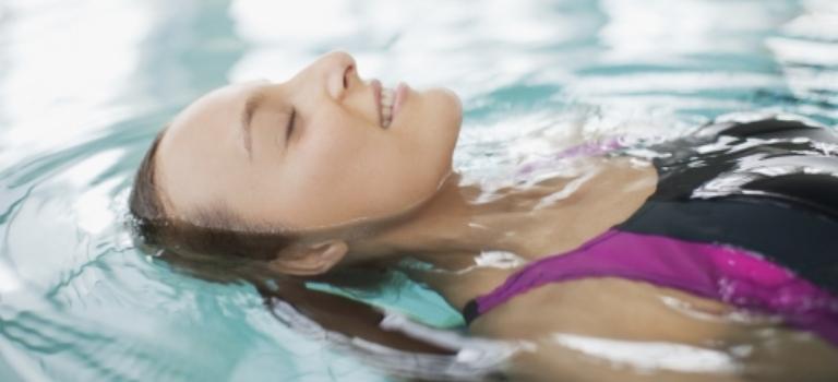 Conoce los 5 beneficios de la natación para tu cerebro