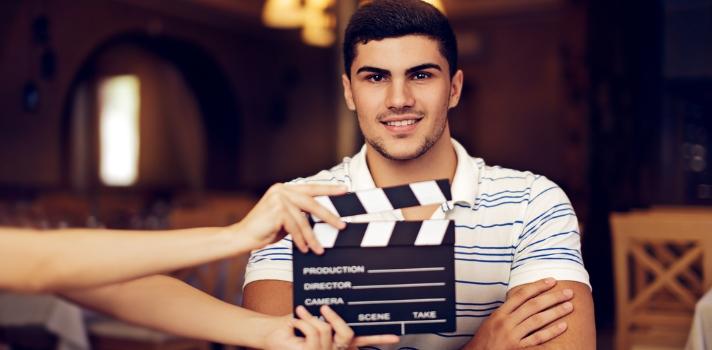 Los actores de doblaje deben interpretar personajes y doblar su voz para todo tipo de producciones