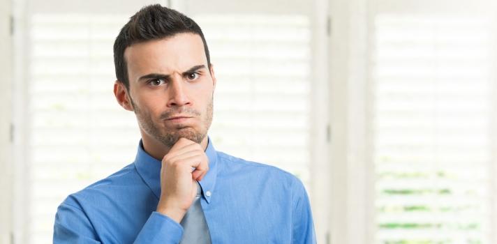 <p>En las entrevistas de trabajo los reclutadores suelen realizar diversas preguntas sobre la <strong>formación profesional </strong>de los candidatos y sus <strong>conocimientos en diferentes áreas</strong>, para saber si tienen el perfil que se busca. Además de la formación en la universidad, muchos profesionales se preparan con <strong>cursos online a distancia</strong>, que ponen énfasis en la capacidad de autogestión de los individuos. <strong>¿Qué tan útiles son estos cursos a la hora de obtener un empleo? </strong>Entérate en esta nota.<br/><br/></p><div class=help-message><h4>Registra tu CV en el Portal de Empleo de Universia para conocer nuevas oportunidades laborales</h4><a href=https://www.universiaempleo.com/ingresarcandidato/ class=enlaces_med_generacion_cv button01 target=_blank id=EMPLEO>Más info</a></div><p><br/>El <strong>mercado laboral</strong> es sumamente competitivo, razón por la cual <strong>ya no alcanza con tener un título de grado</strong> para poder acceder a buenas oportunidades de trabajo. En este contexto, cada vez son más los profesionales que se vuelcan a realizar <strong>cursos online para aprender diversos conocimientos y habilidades</strong>.<br/><br/></p><p>Los <strong>cursos online</strong> se caracterizan por ser autogestionables y brindan la posibilidad de realizarse a distancia. Este tipo de formación, si bien ofrece muchas veces los mismos programas que la formación presencial, <strong>requiere de una actitud más activa del estudiante</strong>.<br/><br/></p><p>Los cursos online explotan al máximo las TIC y brindan una mayor libertad al estudiante que puede <strong>gestionar el tiempo y lugar en donde aprende</strong>. Este tipo de cursos permite además que cada individuo respete sus propios tiempos de aprendizaje, sin necesidad de apurarse porque las clases continúan sin él.<br/><br/></p><p>Por ser el estudiante el eje central de la formación online, este tipo de cursos <strong>son muy efectivos para la preparación de profesi