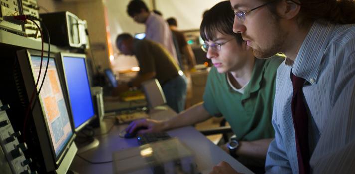 Estudiantes de ingeniería del RUM emplean nanotecnología para combatir la contaminación
