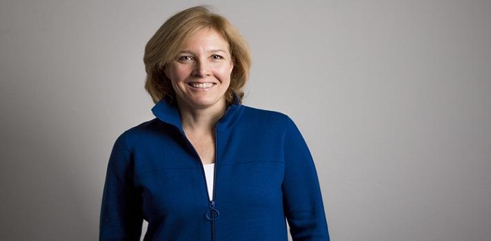 Julie Hansen enfrenta un nuevo desafío profesional.