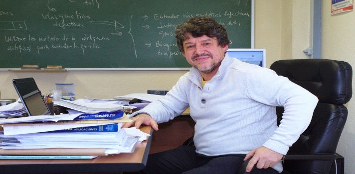 El profesor Juan Luis Fernández Martínez.
