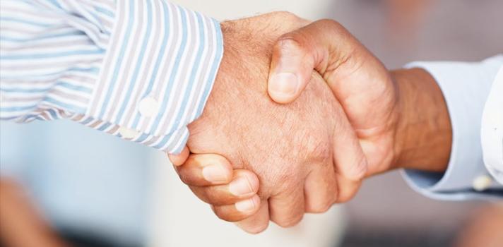 Al momento de saludar y durante la entrevista tus manos pueden decir mucho sobre ti.