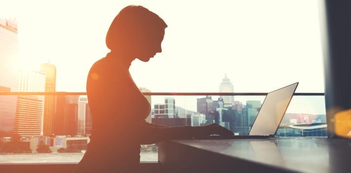 Tener mujeres en puestos de liderazgo beneficia a las empresas.
