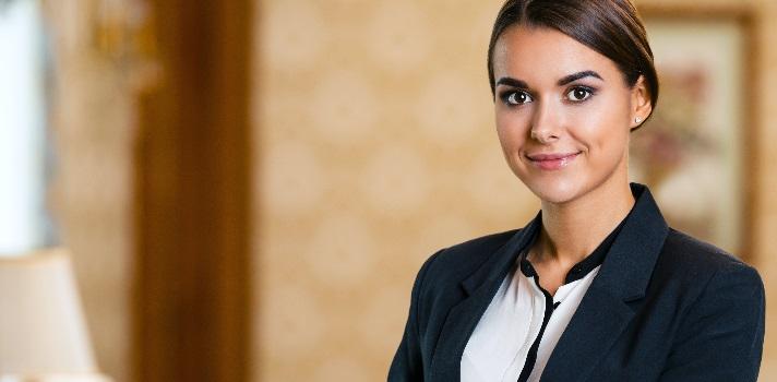 Estudia Administración Hotelera por el Instituto Le Cordon Bleu.