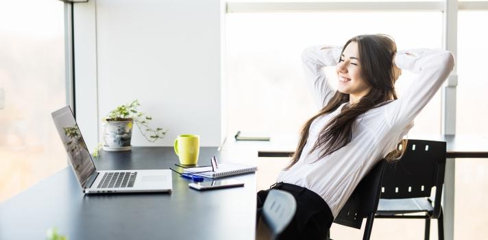 ¿Estás <strong>buscando trabajo</strong> hace muchos meses sin éxito? ¿Sientes que no eres lo suficientemente bueno como para ser contratado? No te preocupes. Las búsquedas de empleo pueden ser largas y tediosas, y esto nada tiene que ver con tus capacidades.<br/><br/>Para ayudarte a retomar confianza, te dejamos estos<strong> consejos para recuperar tu motivación:<br/><br/>Toma el feedback que te den</strong><br/><br/>Si acudes a varias entrevistas sin éxito, escucha detenidamente todo el feedback que te den en estas instancias. Por más que para nadie sea fácil aceptar críticas, es importante que sepas en qué puedes mejorar para acelerar el proceso.<br/><br/><strong>Aprovecha para continuar formándote</strong><br/><br/>Si la búsqueda está tomando más tiempo del que pensabas, aprovecha para continuar formándote. Inscríbete a un curso, asiste a seminarios, webminars o cualquier clase que ayude a nutrir aún más tu CV.<br/><br/><strong>Refocaliza tu búsqueda</strong><br/><br/>Seguramente, cuando comenzaste la búsqueda apuntaste a una serie de empresas o industrias que concuerden con tu perfil. Si no has tenido éxito, refocaliza tu búsqueda, pero más importante aún, ¡no te rindas!<br/><br/><br/><div class=lead><h3>50 consejos para simplificar tu búsqueda de empleo</h3><img src=https://imagenes.universia.net/gc/net/images/practicas-empleo/e/eb/ebo/ebook-50-consejos.jpg alt=50 consejos para simplificar tu búsqueda de empleo. title=50 consejos para simplificar tu búsqueda de empleo. class=alignleft/><p>Porque sabemos que encontrar empleo no es sencillo, te enseñamos lo que debes saber para que esta búsqueda se facilite. En este ebook aprenderás todo lo necesario sobre: red de contactos, marca personal, gestión de tus redes sociales, realización y gestión del CV y carta de presentación.</p><div class=clearfix></div><p><a href=/downloadFile/1146190 class=enlaces_med_registro_universia button button01 title=50 consejos para simplificar tu búsqueda de empleo target=_blank oncl
