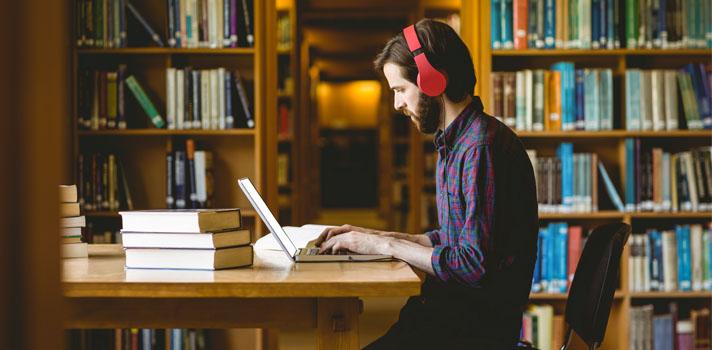 Resultado de imagen para joven estudiando fuera de casa