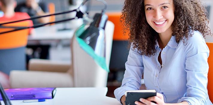 Faça atividades extracurriculares, aprenda novos idiomas e aproveite cursos online oferecidos gratuitamente