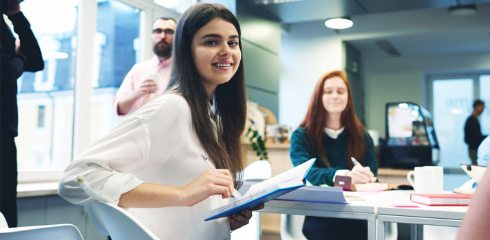 Los jóvenes tienen varias opciones para elegir a la hora de apostar a una primera experiencia laboral