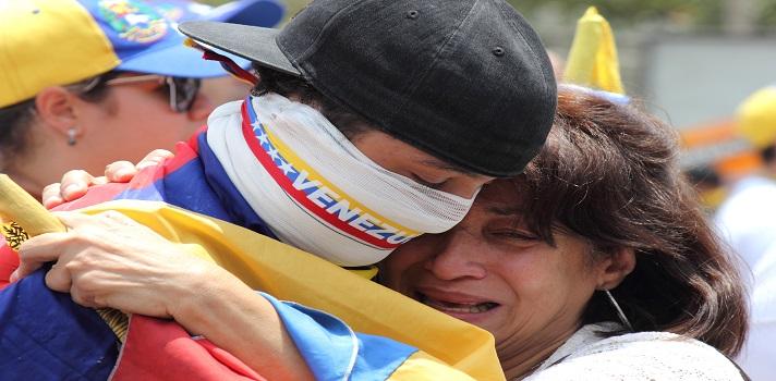 Fuentes extra oficiales aseguran que, hasta el 25 de mayo de 2017, la cifra de fallecidos por las manifestaciones en Venezuela es de 71 personas.
