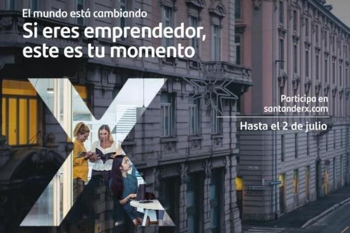 """<p>Hasta el jueves 2 de julio estará abierta la convocatoria para que los emprendedores chilenos puedan participar en <strong>Santander X Tomorrow Challenge </strong>(<a href=https://www.santanderx.com/tomorrowchallenge>www.santanderx.com/tomorrowchallenge</a>), que busca incentivar y premiar aquellas soluciones innovadoras que ayuden a mitigar las consecuencias socioeconómicas derivadas de la pandemia originada por el Covid -19.</p><p>Hasta el jueves 2 de julio estará abierta la convocatoria para que los emprendedores chilenos puedan participar en <strong>Santander X Tomorrow Challenge </strong>(<a href=https://www.santanderx.com/tomorrowchallenge>www.santanderx.com/tomorrowchallenge</a>), que busca incentivar y premiar aquellas soluciones innovadoras que ayuden a mitigar las consecuencias socioeconómicas derivadas de la pandemia originada por el Covid -19.</p><p>Se trata de una iniciativa de Banco Santander, a través de Santander Universidades, dirigida a emprendedores de 14 países. Se articula en la plataforma Santander X, comunidad de emprendimiento universitario mundial, que conecta a los emprendedores con los tres recursos más valiosos para ellos: talento, clientes y fondos.</p><p>Rodrigo Machuca, gerente de Santander Universidades e Instituciones, destaca que <strong><em>""""Santander X Tomorrow Challenge representa una gran oportunidad para los emprendedores chilenos, muchos de los cuales ya están creando o adaptando soluciones para enfrentar de la mejor manera los desafíos que traerá el post Covid-19. El premio les permitirá desarrollar su proyecto y ser un aporte real luego de la crisis. Invitamos a todas las incubadoras universitarias, a estudiantes de pre y postgrado, alumni e investigadores que ya tengan una producto o servicio en el mercado, a participar"""".</em></strong></p><p>El reto está estructurado en cuatro categorías que responden a cuatro desafíos clave: creación de empleo; adaptación de las competencias personales; reinvención y reapertura de negoc"""