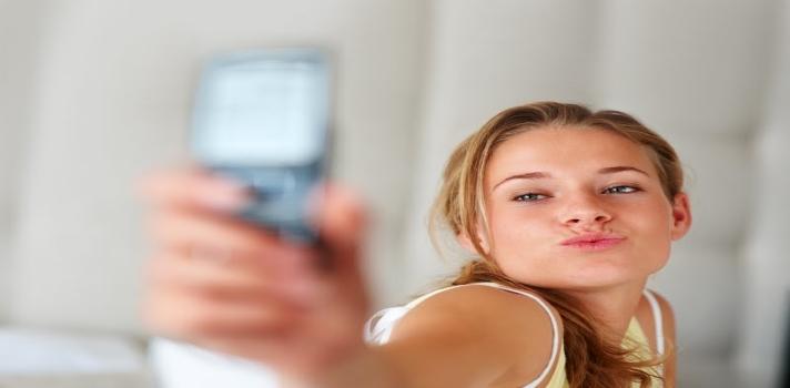 Publicar selfies sin parar en redes sociales implica problemas mentales