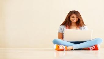 <p style=text-align: justify;>Los <strong>cursos de graduación online</strong><strong>son cada vez más buscados</strong> ya que ofrecen más flexibilidad de horarios y la comodidad de estudiar en cualquier ambiente. Sin embargo, para <strong>estudiar online</strong> el alumno debe estar más atento al material para evitar distracciones y aprender al máximo los contenidos del curso, si pretende ser un buen profesional.</p><p style=text-align: justify;></p><p><strong>Lee también</strong><br/><br/><a style=color: #ff0000; text-decoration: none; title=Aulas virtuales: se incrementa la oferta de plataformas de aprendizaje online href=https://noticias.universia.com.ar/en-portada/noticia/2013/08/08/1041428/aulas-virtuales-incrementa-oferta-plataformas-aprendizaje-online.html>» <strong>Aulas virtuales: se incrementa la oferta de plataformas de aprendizaje online</strong></a><br/><a style=color: #ff0000; text-decoration: none; title=Crece en Argentina la educación a distancia href=https://noticias.universia.com.ar/en-portada/noticia/2012/07/11/949856/crece-argentina-educacion-distancia.html>» <strong>Crece en Argentina la educación a distancia</strong></a> <br/><a style=color: #ff0000; text-decoration: none; title=¿Por qué estudiar a distancia? href=https://noticias.universia.com.ar/en-portada/noticia/2012/06/22/944967/que-estudiar-distancia.html>» <strong>¿Por qué estudiar a distancia?</strong></a></p><p style=text-align: justify;><br/>¿Estás estudiando a distancia y querés saber consejos básicos para aprovechar mejor los estudios? Tomá nota de los consejos que te ofrecemos a continuación:</p><p style=text-align: justify;></p><h3>1. Estar conectado siempre que sea posible</h3><p style=text-align: justify;><br/>Aprovechá todo el tiempo disponible para estar conectado y participar de discusiones académicas con otros estudiantes. Así, estarás actualizado con el contenido y con las pautas de discusiones.</p><p style=text-align: justify;></p><h3>2. Hacé preguntas</h3><p style=text