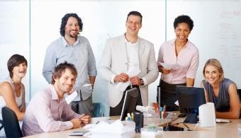 O Universia estáà procura de um estagiário para integrar a equipa dos<strong> Transportes Luís Simões</strong> e participar num projeto ibérico desafiante, que cresce dia após dia há mais de 60 anos, com uma equipa dinâmica, eficiente e com perfil de liderança.<br/><br/>O estagiário desenvolverá as seguintes atividades:<br/>- Participação ativa na implementação dos processos operacionais;<br/>- Levantamento de necessidades e planeamento de formação;<br/>- Elaboração e análise de indicadores de gestão;<br/>- Operacionalização e realização de propostas de melhoria contínua dos processos;<br/>- Elaboração de soluções que permitam a redução de desperdícios e custos;<br/>- Apoio na identificação dos processos vigentes na operação atual da distribuição, nos diversos clientes com operação logística integrada.<br/>- Proceder ao estudo da operação e propor soluções para eliminar desperdícios;<br/>- Analisar a viabilidade e o retorno financeiro das propostas apresentadas;<br/>- Seguimento da implementação do processo operacional;<br/>- Estruturar ações de formação para as equipas da área da distribuição;<br/>- Sensibilizar os colaboradores da equipa através de ações de formação para a melhoria constante dos processos.<br/><br/>Como requisitos, os candidatos deverão ter uma licenciatura ou mestrado integrado na área da Engenharia e Gestão Industrial e ser elegíveis para estágio profissional ao abrigo do IEFP (Obrigatório); Capacidade de organização e trabalho em equipa; Capacidade de resistência ao stress e trabalho sobre pressão; Domínio do Espanhol (Preferencial), entre outras.<br/><br/>Se cumpres todos estes requisitos, não percas esta oportunidade e <a href=https://www.emprego.universia.pt/empregos/vaga/12240/logistica-luis-simoes-estagio-carregado.html target=_blank>inscreve-te nesta oferta </a><a href=https://www.universia.pt target=_blank><strong>Portal de Emprego Universia</strong></a>onde vais encontrar milhares de ofertas de emprego e de estágio para várias áreas de 