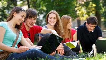 <p style=text-align: justify;>Si tienes ganas de estudiar fuera de tu país y no te dan las cuentas, ahora hay una gran posibilidad para estudiantes latinoamericanos, ya quepueden obtener el apoyo que necesitan para hacer tus<strong>estudios de pregrado o licenciatura en una de las mejores universidades del mundo, la Universidad de Melbourne.</strong></p><p style=text-align: justify;></p><p style=text-align: justify;><strong><strong>Lee también</strong><br/><span style=color: #ff0000;><a title=Portal de Becas - Universia Colombia href=https://becas.universia.cr/><span style=color: #ff0000;>»<strong>Visita nuestro portal de becas y descubre las convocatorias vigentes<br/><br/></strong></span></a></span></strong></p><p style=text-align: justify;><strong><strong><strong><span style=color: #ff0000;><a title=Estudiar y trabajar en Australia href=https://noticias.universia.cr/empleo/noticia/2014/05/06/1096044/infografia-30-cosas-estudiar-trabajar-australia.html target=_blank><span style=color: #ff0000;>»Infografía: 30 cosas sobre estudiar y trabajar en Australia</span></a></span></strong></strong></strong></p><h1 class=titular></h1><p style=text-align: justify;><strong><strong><strong><a title=University of Melbourne href=https://www.google.com/url?sa=t&rct=j&q=&esrc=s&source=web&cd=1&cad=rja&uact=8&ved=0CBwQFjAA&url=http%3A%2F%2Fwww.unimelb.edu.au%2F&ei=phXFU5XOMOXc8AGavIGICw&usg=AFQjCNH0BH7jfoUxVLsIBEN529Oe7todhA&sig2=jg9ac-3CCnPM8fF4T68roQ&bvm=bv.70810081,d.b2U target=_blank>University of Melbourne</a></strong></strong></strong>es una universidad con carácter y enfoque internacional, con docentes y alumnos con la mejor calidad de Australia y del extranjero.<strong><strong>A su vez la University of Melbourne es miembro fundador de<a title=21 Universitas href=https://www.google.com/url?sa=t&rct=j&q=&esrc=s&source=web&cd=1&cad=rja&uact=8&ved=0CBwQFjAA&url=http%3A%2F%2Fwww.universitas21.com%2F&ei=1hXFU8mBLseH8QHRvIDgAg&usg=AFQjCNGtlYCnXlBCsjb-ZXjVxovl16Sumg&sig2=cdIhfGC34Fx