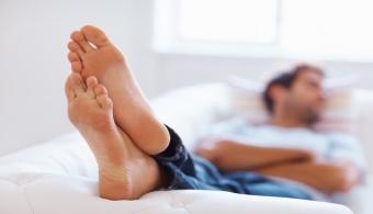 Sacar un pie fuera de las sábanas es el secreto para sobrevivir a las noches de verano