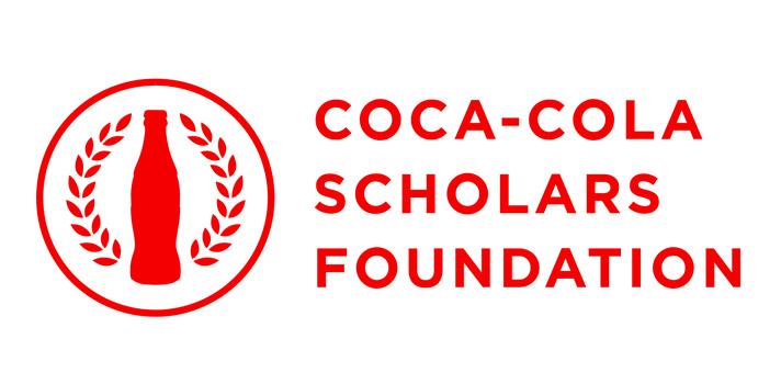 Coca Cola ofrece 150 becas de $20,000 a estudiantes de secundaria para estudiar una carrera