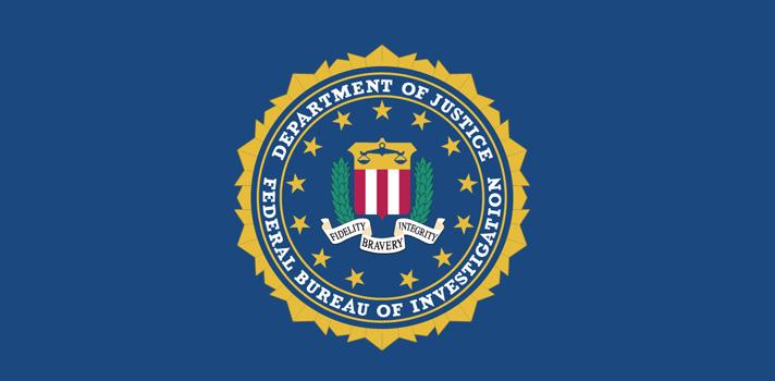 """<p>""""Honors Internship Program"""" es el nombre de un <strong>programa de internados del</strong><strong>FBI</strong> de diez semanas de duración <strong>dirigido a estudiantes universitarios o graduados</strong>, quienes podrán trabajar junto a profesionales del FBI en las oficinas centrales de Washington D.C. o en otras oficinas a lo largo del país. El programa de internados está disponible <strong>para un amplio rango de carreras</strong> y ofrece una experiencia única que difícilmente se pueda obtener en otro lugar. Para postular para la edición <strong>verano 2018 del """"Honors Internship Program""""</strong> hay tiempo <strong>hasta el 15 de octubre de 2017</strong>.</p><p></p><p><strong>Requisitos para postular al programa de internados del FBI</strong></p><ul><li>Tener ciudadanía de los Estados Unidos</li><li>Asistir a un instituto de educación superior o universitario (primer año, estudiante medio o avanzado), ser graduado o estudiante de posdoctorado. No serán elegibles aquellos estudiantes que se gradúen antes del comienzo del programa, a excepción de los estudiantes que continuarán sus estudios en el siguiente semestre.</li><li>Tener un promedio acumulado de 3.0 (GPA) o superior al momento de postular y/o durante el internado.</li><li>Estudiantes universitarios que recién comienzan (freshmen) o de instituciones que no proporcionan promedios GPA deberán presentar un criterio alternativo, por ejemplo un promedio de 3.0 GPA en la Educación Secundaria y haber logrado un puntaje de 1500 sobre 2400 en el examen SAT (1000 sobre 1600 en nuevo SATS) o haber logrado un puntaje de 21 o superior en la ACT.</li><li>Superar los requisitos de investigación de antecedentes laborales del FBI y ser capaz de recibir una autorización de seguridad confidencial.</li></ul><p></p><p><strong>Disciplinas dentro de las cuales es posible postular</strong></p><p>El FBI está interesado en postulantes que tengan conocimientos en distintos campos y provenientes de un amplio rango de carreras, d"""