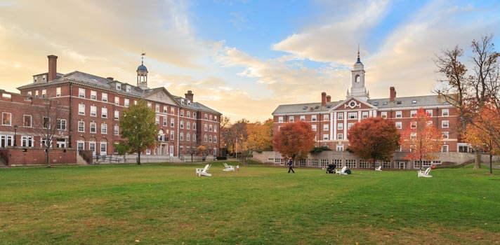 La Universidad de Harvard goza de gran reconocimiento internacional y en ella imparten clase algunas de las grandes figuras académicas mundiales