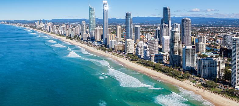 <p>A Austrália é um dos destinos favoritos dos <strong>brasileiros que vão estudar fora do País</strong>, principalmente a região da <strong>Gold Coast</strong>, cidade litorânea repleta de praias e opções de lazer. A <strong><a title=Bond University href=https://bond.edu.au/ target=_blank>Bond University</a></strong>, localizada nesta área, está com inscrições abertas para seu <strong><a title=Concurso de fotografia gastronômica dará bolsa de estudo para a França href=https://noticias.universia.com.br/estudar-exterior/noticia/2016/05/10/1139300/concurso-fotografia-dara-bolsa-estudo-franca.html>programa de bolsas destinado a estudantes internacionais</a></strong>.</p><p></p><p><span style=color: #333333;><strong>Você pode ler também:</strong></span><br/><a title=Rihanna dará bolsas de estudo de até US$ 50 mil para alunos brasileiros href=https://noticias.universia.com.br/estudar-exterior/noticia/2016/05/09/1139251/rihanna-dara-bolsas-estudo-us-50-mil-alunos-brasileiros.html>» <strong>Rihanna dará bolsas de estudo de até US$ 50 mil para alunos brasileiros</strong></a><br/><a title=Instituição dá bolsas integrais para brasileiros estudarem na Itália href=https://noticias.universia.com.br/estudar-exterior/noticia/2016/05/06/1139137/instituicao-da-bolsas-integrais-brasileiros-estudarem-italia.html>» <strong>Instituição dá bolsas integrais para brasileiros estudarem na Itália</strong></a><br/><a title=Todas as notícias sobre Bolsas de estudo e prêmios href=https://noticias.universia.com.br/estudar-exterior>» <strong>Todas as notícias sobre bolsas de estudo e prêmios</strong></a></p><p></p><p>Com oportunidades para <strong>alunos da graduação e pós</strong>, os cursos podem começar nos meses de setembro de 2016 e maio ou janeiro de 2017, seguindo estrutura australiana de ano letivo. Essas diferentes datas de início fazem com que os períodos de inscrições também variem.</p><p></p><p>A instituição oferece quatro oportunidades de <strong>bolsas para os estudantes internacion