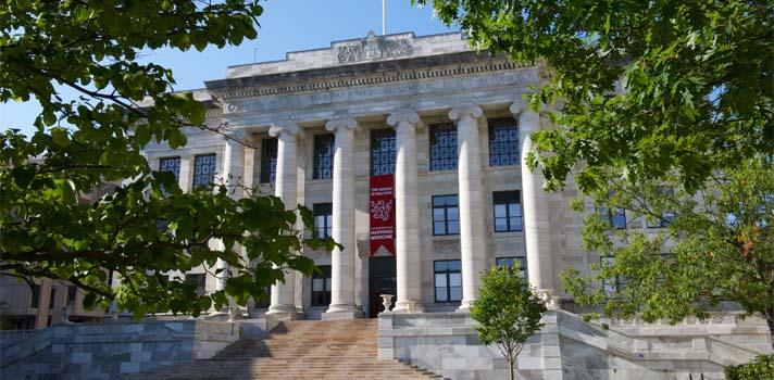 Escuela de Medicina de la Universidad de Harvard.